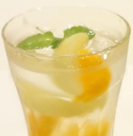 桃とみかんのビネガーソーダ